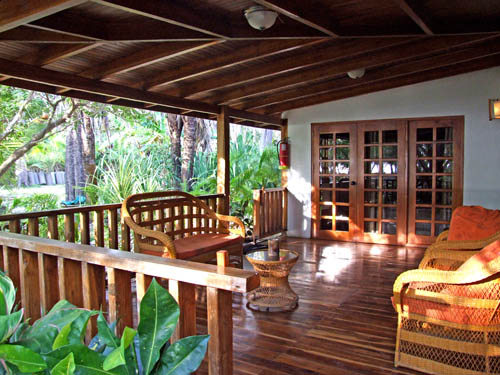 Hotels true costa rica for Homes with verandahs all around